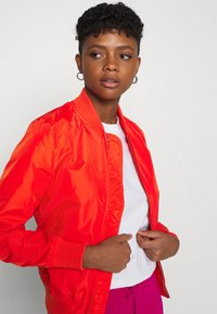 Alpha Industries - Bomber Jacket - atomic red - 3