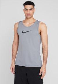 Nike Performance - CROSSOVER - Tekninen urheilupaita - grey - 0