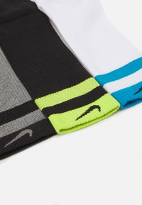 Nike Performance - EVERYDAY PLUS CUSH CREW 3 PACK - Calcetines de deporte - carbon heather/black/white/laser blue