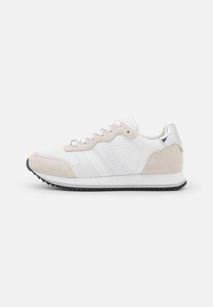 RETRO RUNNER - Sneakersy niskie - white/silver