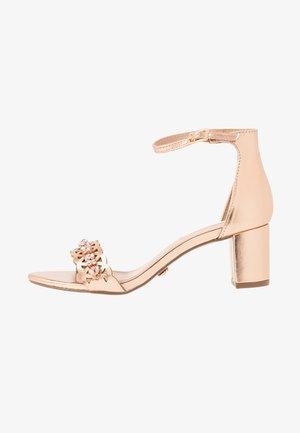 SOLANGE LAZERCUT BLOCK - Sandaalit nilkkaremmillä - rose gold