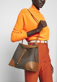 MICHAEL Michael Kors - MERCER GALLERY - Handbag - brown - 1