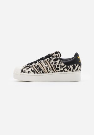 SUPERSTAR SPORTS INSPIRED  - Sneakers - core black/offwhite/gold metallic