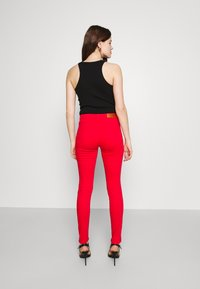 Vero Moda - VMHOTSEVEN ZIP PANTS - Jeans Skinny Fit - goji berry - 2
