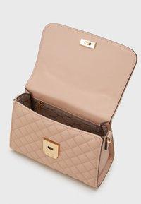 ALDO - KIBARA - Håndveske - pink nude/light gold - 2