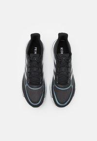adidas Performance - SUPERNOVA  - Obuwie do biegania treningowe - core black/silver metalllic/blue oxide - 3