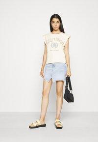 Gina Tricot - FRAN TANK - T-shirts med print - cloud - 1