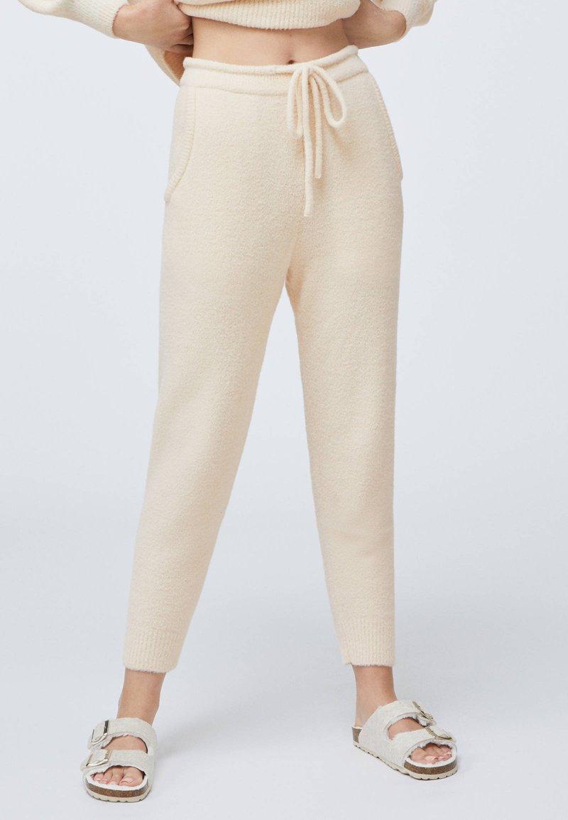 OYSHO - SOFT TOUCH FLUFFY - Nattøj bukser - beige