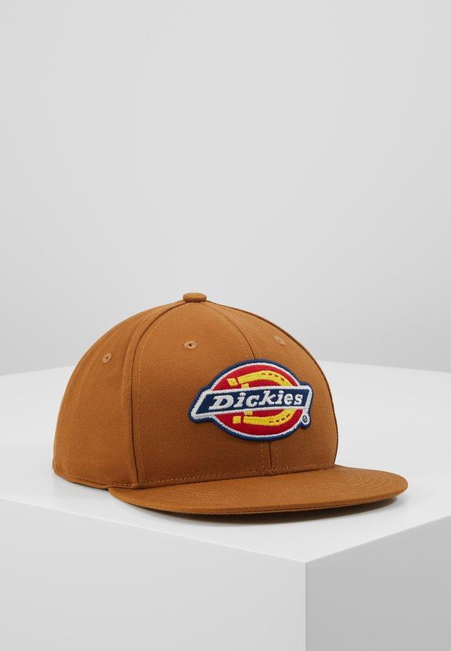 MULDOON 5 PANEL CAP - Lippalakki - brown duck