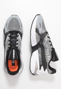 Nike Sportswear - GHOSWIFT - Sneakers - white/black/wolf grey/anthracite/total orange - 2
