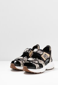 MICHAEL Michael Kors - HARVEY - Platform sandals - nature/black - 4
