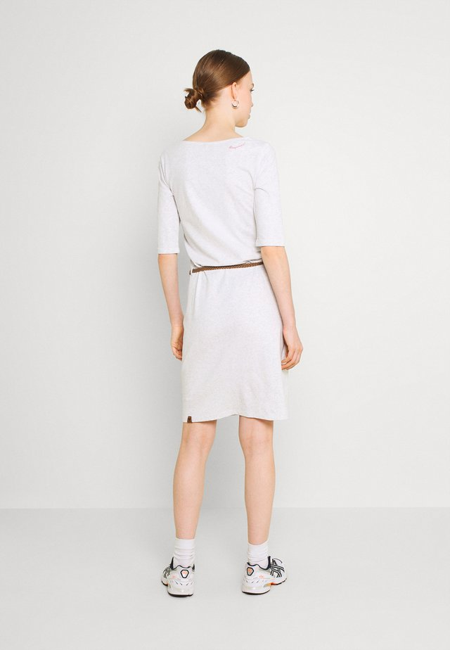 TAMILA  - Žerzejové šaty - white