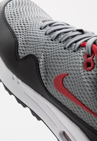 Nike Golf - AIR MAX 1 G - Golfové boty - particle grey/university red/black/white - 5
