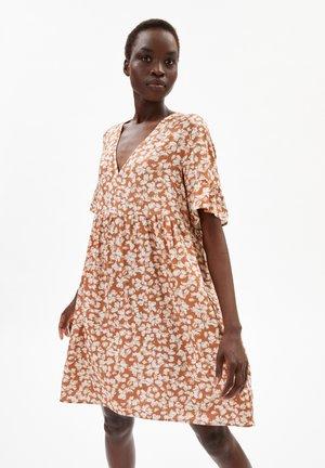 AAINO STRAW FLOWER - Day dress - oatmilk