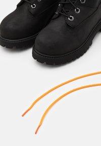 Timberland - PREMIUM UNISEX - Šněrovací kotníkové boty - black - 5
