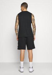 Nike Sportswear - Shorts - black/particle grey/white - 2