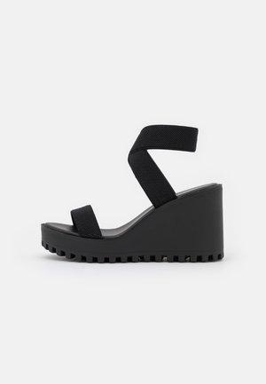 CARLOTTE - Sandalias con plataforma - black