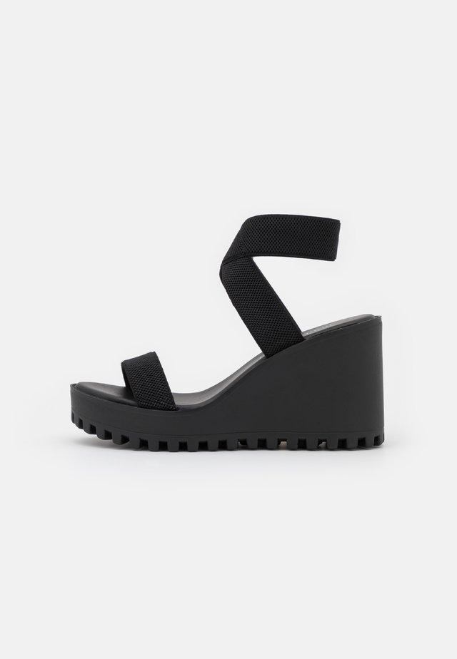 CARLOTTE - Sandalen met plateauzool - black