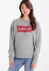 Levi's® - RELAXED GRAPHIC CREW - Sweatshirts - smokestack heather - 0