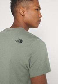 The North Face - CENTRAL LOGO  - T-shirt print - agave green - 6