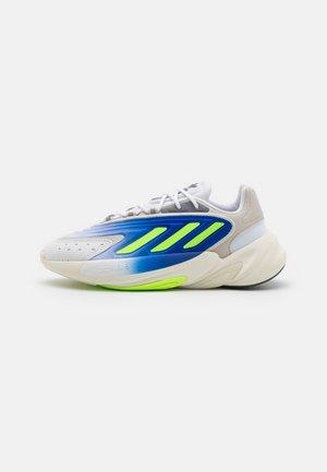 OZELIA UNISEX - Baskets basses - footwear white/signal green/offwhite