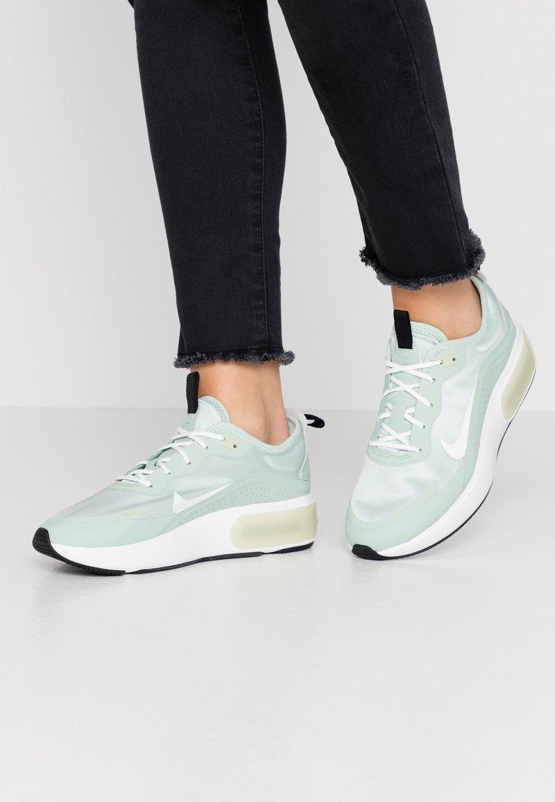 Nike Sportswear - AIR MAX DIA - Sneakersy niskie - pistachio frost/summit white/olive aura/black