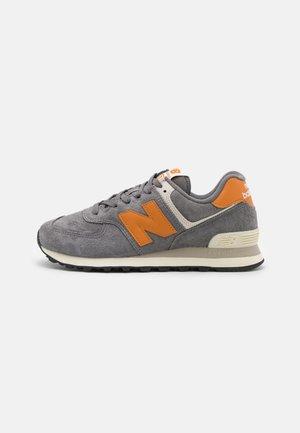 574 UNISEX - Sneakers basse - grey/orange