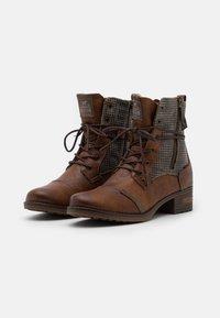 Mustang - Šněrovací kotníkové boty - cognac - 2