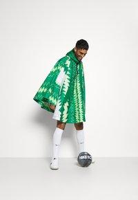 Nike Performance - NFF NIGERIA PONCHO - National team wear - pine green/sub lime/pure platinum/black - 1