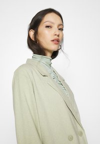 Monki - TWIGGY - Manteau court - green dusty light/salt and pepper - 3
