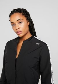 Reebok - ELEMENTS TRAINING TRACKSUIT - Treningsdress - black - 5
