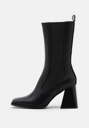 REACT - Vysoká obuv - black