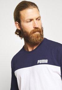 Puma - CELEBRATION COLOUR BLOCK TEE - T-shirt imprimé - peacoat - 3