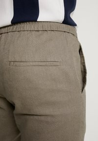 Only & Sons - ONSLINUS CROP  - Trousers - fallen rock - 4