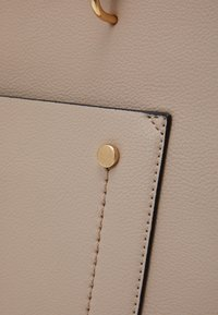 Dorothy Perkins - SLIP POCKET CHAIN HANDLE - Handbag - nude - 3