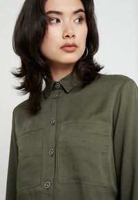 Esprit - UTILITY BLOUSE - Button-down blouse - khaki green - 4