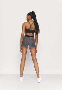 Nike Performance - AEROSWIFT SHORT - Collants - iron grey/black/white - 2