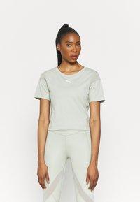 Puma - PAMELA REIF X PUM TEE BACK CUTOUT - Print T-shirt - desert sage - 0