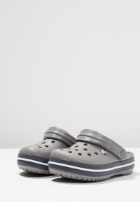 Crocs - CROCBAND - Pool slides - smoke/navy - 4