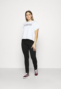 Levi's® - GRAPHIC VARSITY TEE - Print T-shirt - multicolor / white - 1