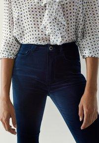 Massimo Dutti - MIT HOHEM BUND - Jeans Skinny - blue-black denim - 2