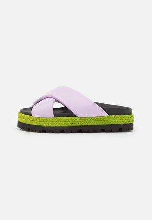 Sandalias planas - lilac