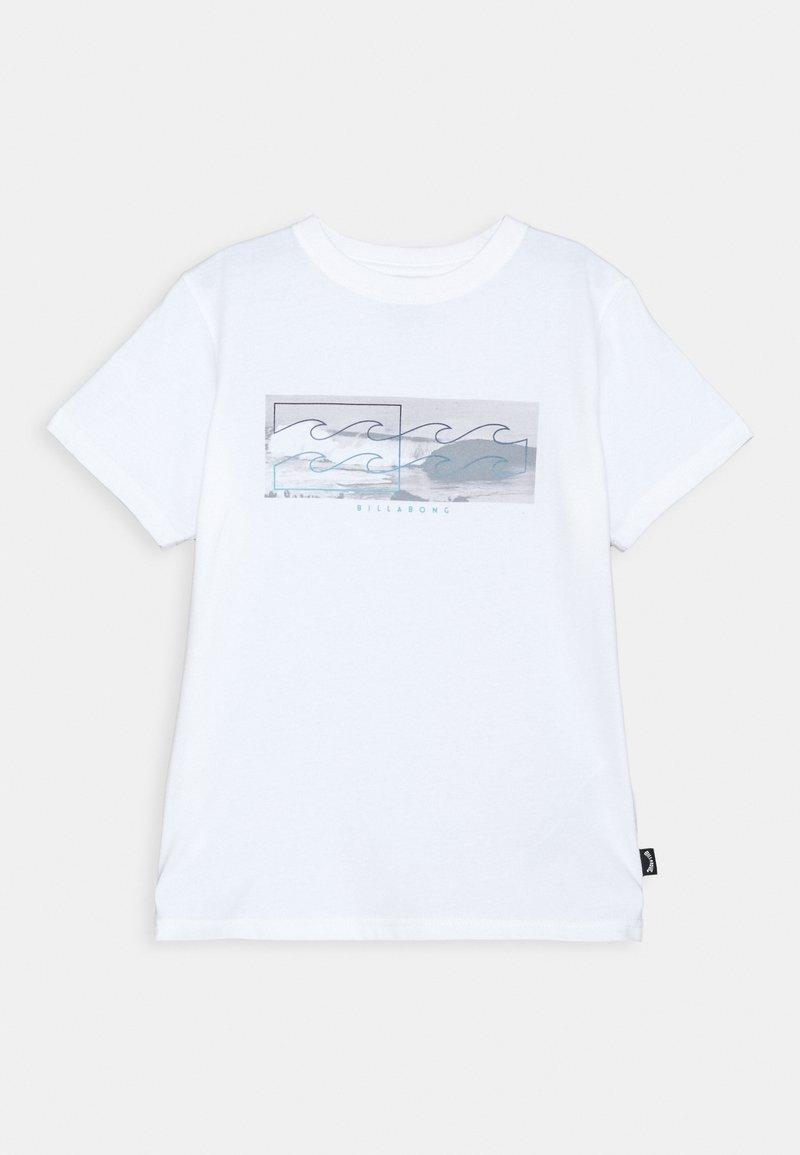 Billabong - INVERSE TEE BOY - Triko spotiskem - white