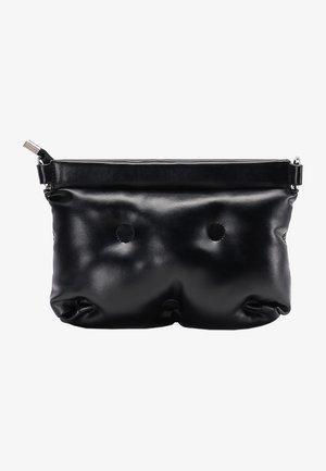 QUILTED BAG - Taška spříčným popruhem - black