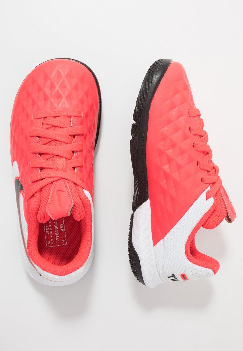 Nike Performance - TIEMPO JR LEGEND 8 ACADEMY IC UNISEX - Indoor football boots - laser crimson/black/white