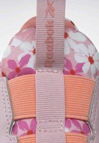 Reebok - REEBOK XT SPRINTER SLIP-ON SHOES - Stabilty running shoes - pink - 5