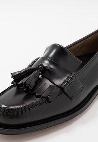 G. H. Bass & Co. - WEEJUN LAYTON KILTIE HERITAGE - Smart slip-ons - black - 6