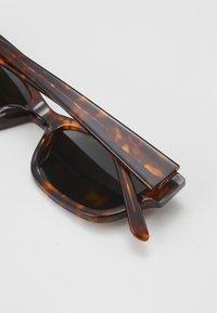 Han Kjøbenhavn - MOON - Sunglasses - amber - 2