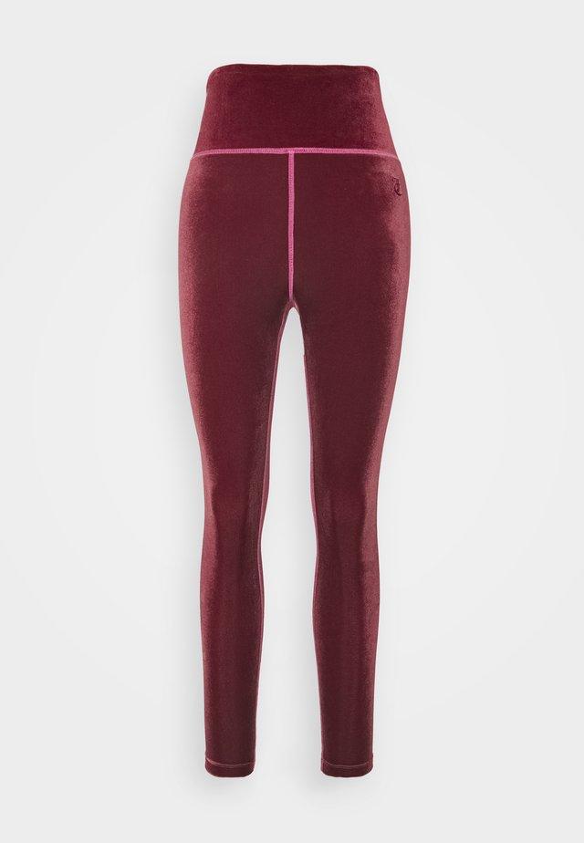 BRENNA - Pantaloni sportivi - cabernet