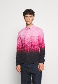 Twisted Tailor - JONAK - Košile - black/pink - 0